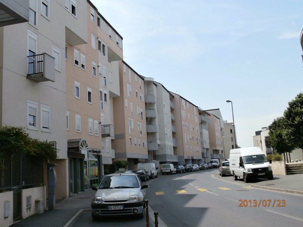 Location local commercial chalons en champagne 51000 for Centre commercial chalons en champagne